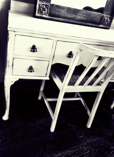 Old White Dressing Table